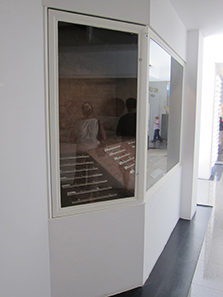 Display case with coin finds. Photo: KW.
