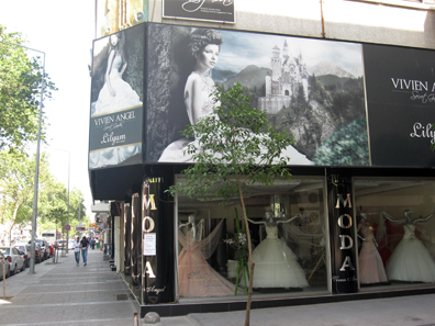 Bridal fashions alla Turca. Photo: KW.