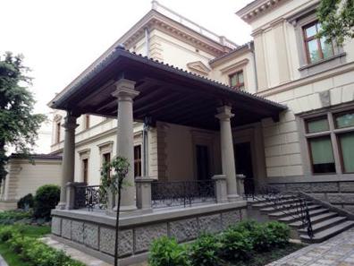 Das Palais, in dem die Sammlung untergebracht ist, besitzt auch einen schönen Garten.