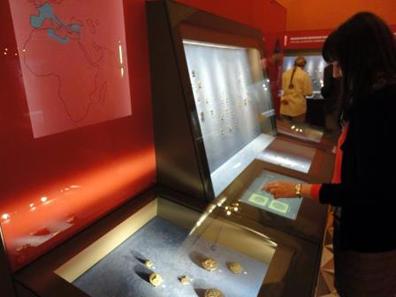Auch in der Ausstellung selbst unterstützt modernste Technik die Vermittlung.