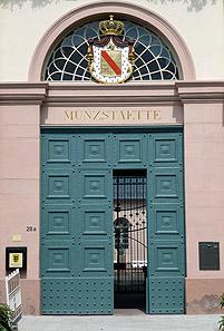Eingangstor der durch den Architekten Friedrich Weinbrenner (1766-1826) erbauten Karlsruher Münzstätte in der Stephanienstr. 28a. Foto: Marco Müller.