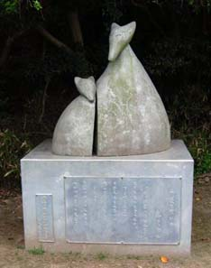 Monument of 'Buying Mittens' by Niimi Nankichi Memorial Museum. Photo: http://creativecommons.org/licenses/by-sa/3.0/deed.en