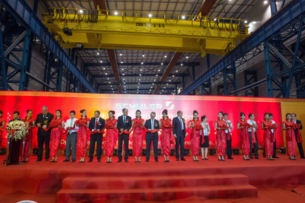 By cutting the ribbon, the speakers officially inaugurated the plant that triples Schuler's capacity  in Dalian (3rd from left: Markus Lehmann, General Manager Schuler Dalian; 5th: Alex Liu, CFO Schuler China; 7th: Oemer Akyazici,  CEO Schuler China; 9th: Joachim Beyer, Chief Technology Officer Schuler AG; 11th: Dr. Peter Jost, Chief Operating Officer Schuler AG; 13th: Dr. Wolfgang Leitner, CEO Andritz AG). © Schuler Group.