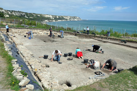 Excavation of clifftop Roman villa and Iron Age oppidum at Folkestone, Kent. Was Sego[dunon?] here? Photo: Andrew Selkirk, Current Archaeology 262.