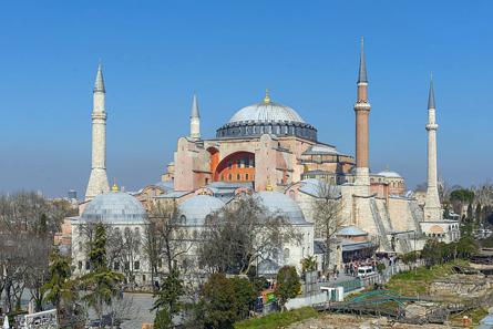 Die Hagia Sophia in Istanbul war zunächst Kirche, dann Moschee. Seit 1935 ist sie ein Museum. Foto: Arild Vagen / http://creativecommons.org/licenses/by-sa/3.0/deed.en