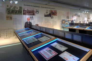 Ein Blick in die Ausstellung. © Wertpapierwelt - Stiftung Sammlung hist. Wertpapiere, Olten.