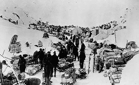 At Chilkoot Pass, Canadian police checking the prospectors' food supplies
