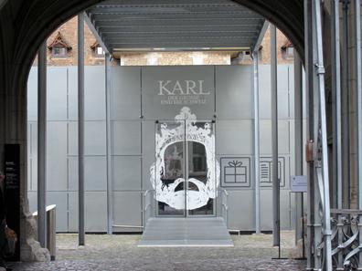 Eingang zur Ausstellung. Foto: UK.