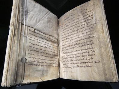 Eine Abschrift des 10. Jh. der Lebensbeschreibung von Karl dem Großen aus der Feder Einhards. Stiftsbibliothek Kloster Einsiedeln. Foto: UK.