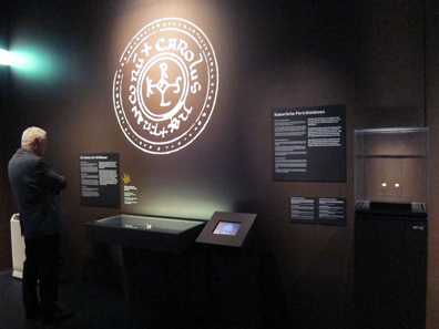 Der den Münzen gewidmete Ausstellungsteil. Foto: UK.