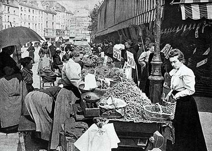 The Rue Mouffetard market on a photograph from 1896.