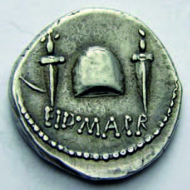 9: Ostkelten. Denar des M. Iunius Brutus, nach 42. Vorzüglich. Ausruf: 7.000 CHF.