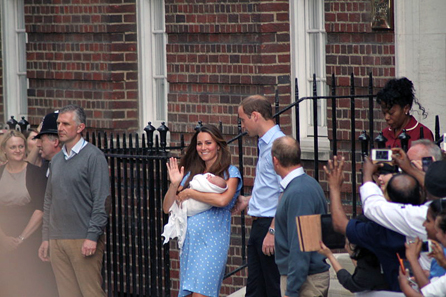 The Duke and Duchess of Cambridge with Prince George outside the Lindo Wing of St Mary's Hospital. Photo: Christopher Neve / http://creativecommons.org/licenses/by-sa/2.0/deed.en