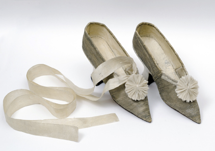 Schuhe zum Krönungskleid Maria Fjodorownas Glanzbrokat, Seide, Feinleder, Seidenband, Russland, 1796. © Staatliches Kulturhistorisches Museum-Reservat