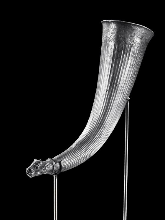 No. 22: SPECIAL OBJECTS. Achaemenid silver rhyton. H 33 cm. 6th-4th cent. B. C. 150,000 / 149,500 Euros