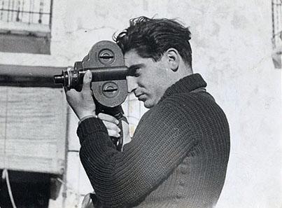 Photographer Robert Capa during the Spanish civil war, May 1937. Photo by Gerda Taro. Source: Wikipedia.