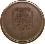 230: Medaillen der Meißner Porzellanmanufaktur Dresden. Braune Porzellanmedaille 1923 (M. Esser). Scheuch -. vz. Taxe: 250 Euro.