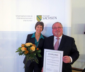 From left to right: Dr. Susanne Richter, Director of the Museum of the Printing Arts, Leipzig, and Ulrich Spiegel, Factory Manager in Königstein.