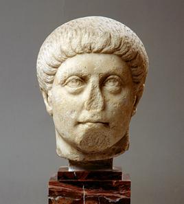 Kopf Konstantins des Großen oder eines seiner Söhne. Um 320-340. © Museum Schloss Fasanerie, Eichenzell. Inv. FAS. ARP54.