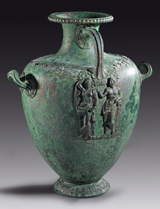 36: Bronze hydria. Greek, 4th cent. B. C. H 47.5 cm. Estimate: 175,000 euros. End result: 413,000 Euros.