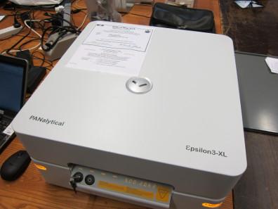 Ein tragbares Gerät, mit dem mittels der Röntgenfluoreszenz-Spektrometrie das Metall der Münzen untersucht werden kann. Foto: UK.