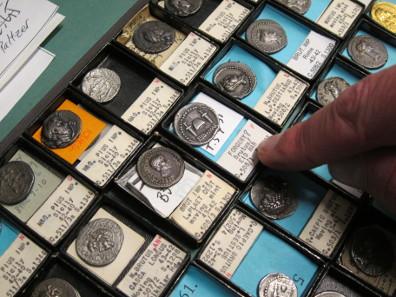 Brutus - und die Münzen der Republik. Foto: UK.