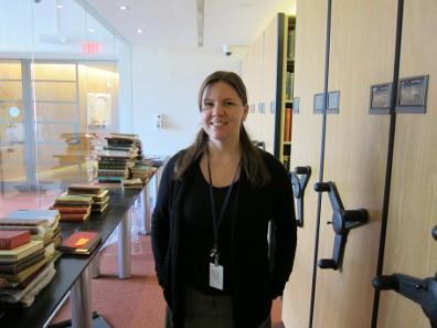 Elizabeth Hahn ist zuständig für die zweite große Sammlung der ANS: Die Bibliothek. Foto: UK.
