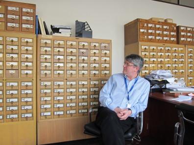 Die alten Karteikarten im Arbeitszimmer von Andrew Meadows. Foto: UK.