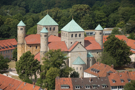 Die Michaeliskirche in Hildesheim vom Turm der Andreaskirche aus gesehen. Foto: Hildesia / http://creativecommons.org/licenses/by-sa/3.0/deed.en