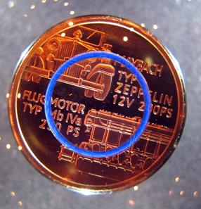 Eine neue Bimetall-Münze mit einem Kunststoffring. Foto: UK.