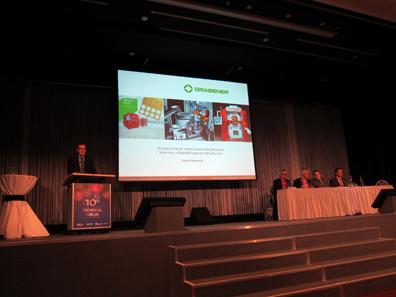 Martin Stahlschmidt von Gräbener, im Hintergrund das Diskussions-Panel. Foto: UK.