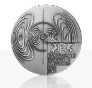 Die Hochrelief-Medaille in Feinsilber.
