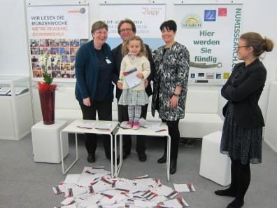 Die teilnehmenden Firmen: Von links nach rechts - Ursula Kampmann / MünzenWoche; Franz Fedra / Numissearch; Marianne Rapp / Auktionshaus Rapp. Foto: KW.
