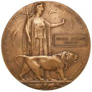 England, Gefallenenmedaille (Next of Kin Memorial Plaque), um 1920 Bronze, 121 mm. © Staatliche Museen zu Berlin, Münzkabinett/ Reinhard Saczewski.