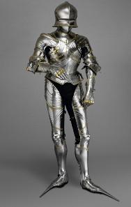 Rüstung von Maximilian I. Diese prunkvolle Rüstung mit goldenen Verzierungen ist eine der schönsten des ausgehenden 15. Jahrhunderts. Maximilian trug sie zum Turnier.