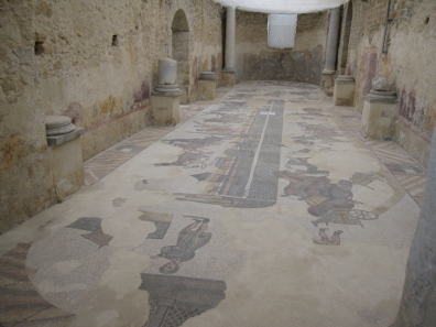 The room of the two apses, depicting a chariot race in the Roman Circus Maximus. Photo: KW.