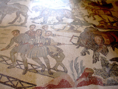 Detail from the mosaic in the hallway of the great hunt: bull. Photo: KW.