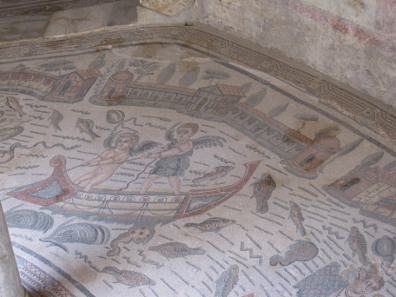 Mosaic in one of the Perystile's arcades. Photo: KW.