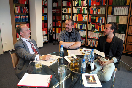 Die Gesprächsrunde: RA Dr. Stefan Haupt, Numiscontrol, Sebastian Siechold (v.l.n.r.). Foto: Angela Graff.