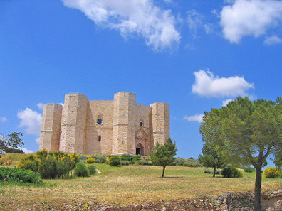 Castel del Monte is Frederick's most impressive edifice. It is situated in the region Apulia and visible from a great distance. Photo: Guido Radig / http://creativecommons.org/licenses/by/3.0/deed.de