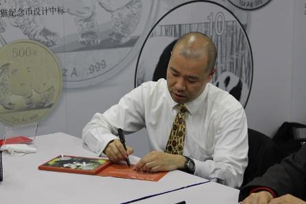2014 Panda designer Rocky Zhao signing autographs.