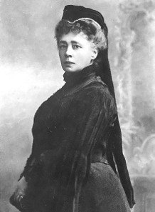 Bertha von Suttner, 1906. Photograph by Carl Pietzner. Source: Wikicommons.