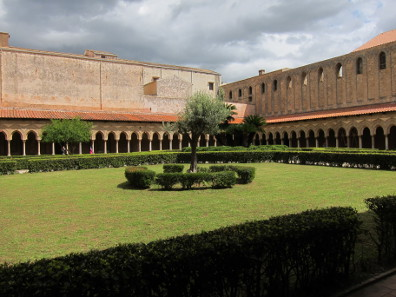 The cathedral's cloister. Photo: KW.