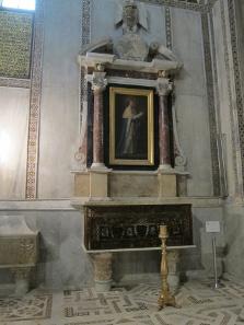 Grabstätte Ludwigs des Heiligen. Foto: KW.