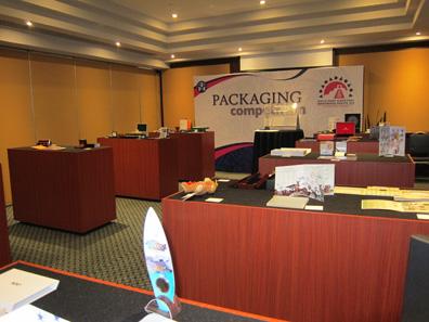 Ein Blick in den Saal, wo die Teilnahmer der Packaging Competition ausgestellt waren. Foto: UK.