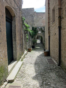 Erice's alleys are only ever peopled by tourists. Photo: KW.
