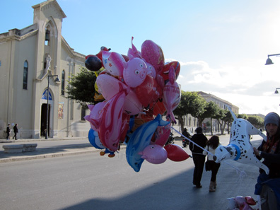 Balloons, especially pink ones, play an important role in Trapani on Good Friday. Photo: KW.