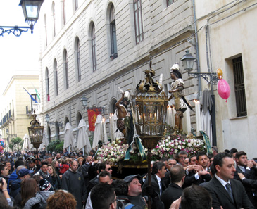 A glimpse at the procession and its audience - mind you, it was relatively empty at this time of day still! Photo: KW.