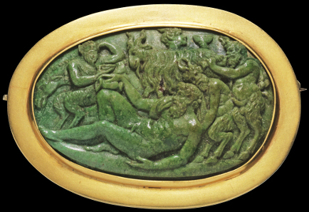 1178: Dionysian scenery with satyrs lifting a wine-intoxicated silenus. Cameo, probably malachite, mounted as brooch in modern gold frame, gold mark at the edge. Presumably Italy, 16th cent. 3.9 x 2.5 cm. Intact. Estimate: 5,000 euros.