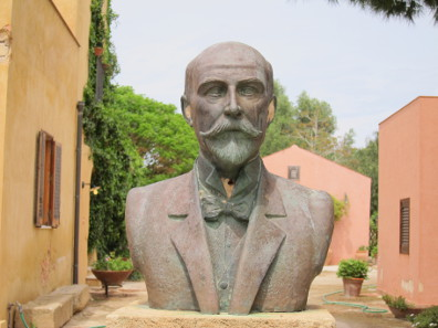 Joseph Whitaker, bust in the centre of Motya. Photo: KW.